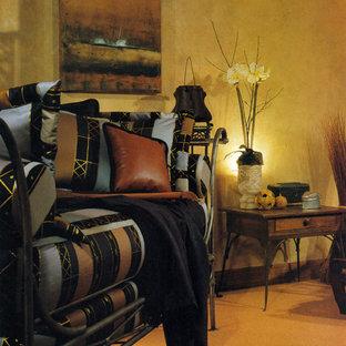 サンディエゴの大きいコンテンポラリースタイルのおしゃれな主寝室 (黄色い壁、カーペット敷き、暖炉なし、オレンジの床)
