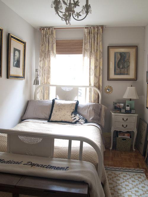shabby chic style schlafzimmer mit braunem holzboden ideen design bilder houzz. Black Bedroom Furniture Sets. Home Design Ideas