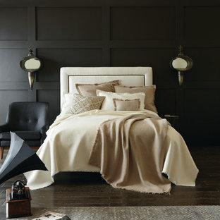 Foto de dormitorio principal, tradicional renovado, de tamaño medio, con paredes negras y suelo de madera oscura