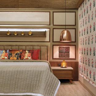 Esempio di una camera da letto etnica con pareti in legno