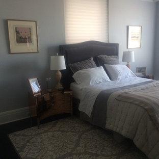 Foto de dormitorio principal, moderno, grande, con paredes grises y suelo de corcho