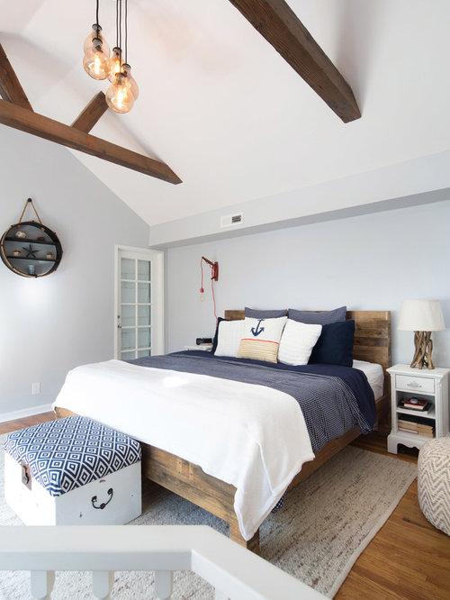 Small beach style bedroom design ideas renovations photos for Small beach bedroom ideas