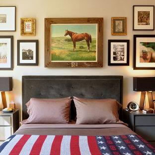 Foto de dormitorio clásico renovado con paredes beige