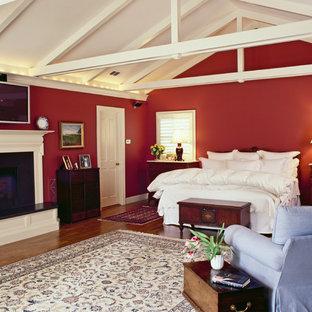 Idee per una camera da letto classica con pareti rosse