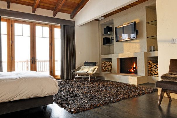 Rustic Bedroom by d'apostrophe design, inc.