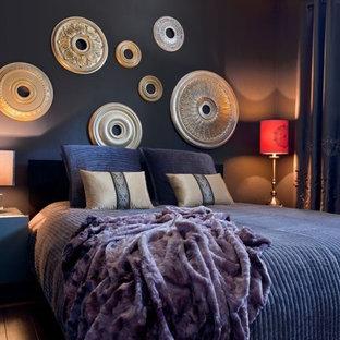 Идея дизайна: хозяйская спальня среднего размера в стиле модернизм с серыми стенами и полом из винила