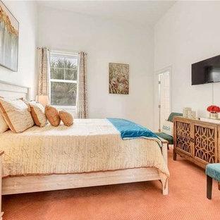 Идея дизайна: гостевая спальня среднего размера в стиле шебби-шик с белыми стенами, ковровым покрытием и розовым полом