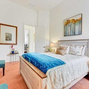 Diseño de habitación de invitados romántica, de tamaño medio, con paredes blancas, moqueta y suelo rosa
