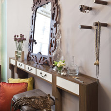 Modern Bedroom by Elizabeth Cb Marsh