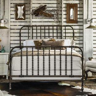 Mittelgroßes Rustikales Gästezimmer mit weißer Wandfarbe und Travertin in Austin