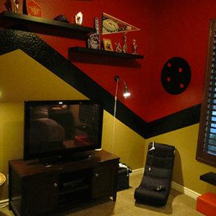 Imagen de dormitorio actual con paredes rojas y moqueta
