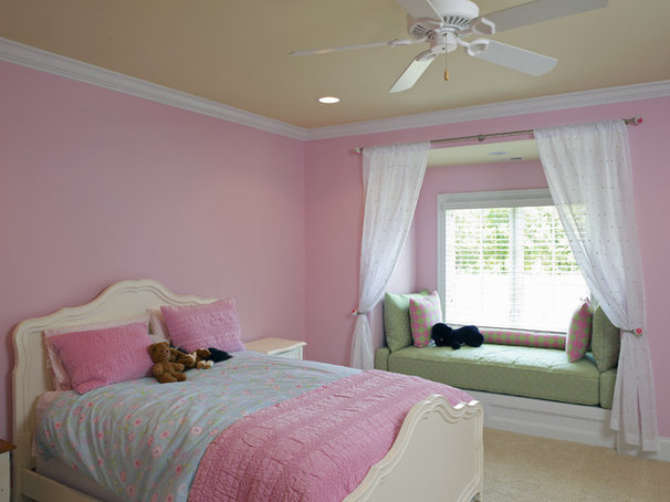 Bedroom by Grainda Builders, Inc.