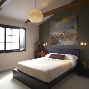 サンフランシスコのアジアンスタイルのおしゃれな寝室 (緑の壁、カーペット敷き) のレイアウト