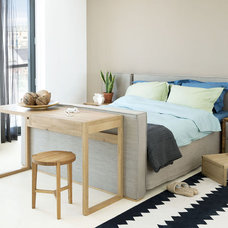 Contemporary Bedroom by HUISSTYLING
