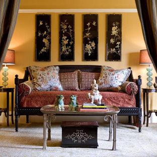 Пример оригинального дизайна: спальня в восточном стиле с бежевыми стенами