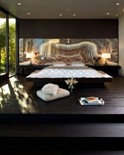 Contemporary Bedroom by KuDa Photography