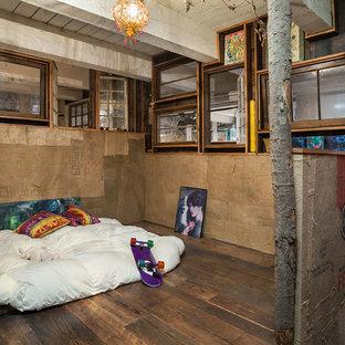ポートランドのインダストリアルスタイルのおしゃれなロフト寝室のインテリア