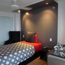 Modern Bedroom by Adrian Ramsay Design House
