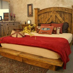 Esempio di una grande camera matrimoniale american style con pareti beige, moquette, nessun camino e pavimento grigio
