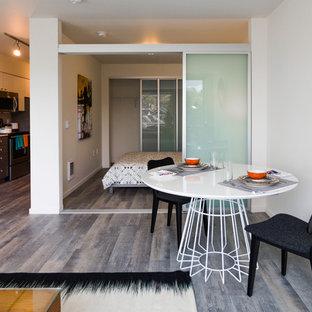 Ispirazione per una camera da letto stile loft minimal