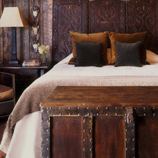 Rustic Bedroom by Peace Design