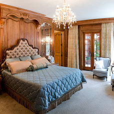 Traditional Bedroom by Matheny Goldmon Architects