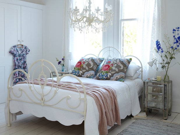 Shabby-chic Style Bedroom by rigby & mac