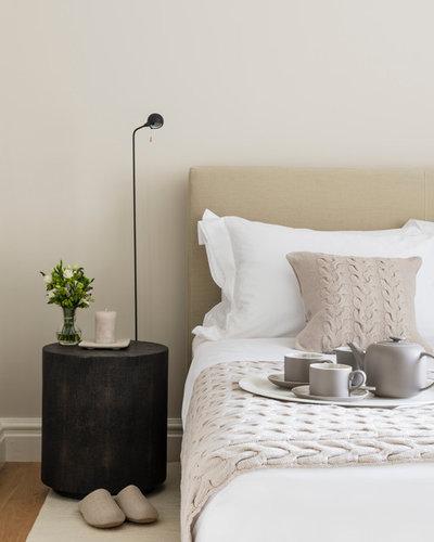 Современный Спальня by London Land Interiors