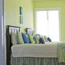Beach Style Bedroom by Sceltas Build + Consult