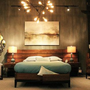 Idee per una grande camera matrimoniale industriale con pareti grigie, nessun camino, pavimento in cemento e pavimento beige