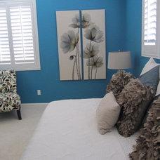 Modern Bedroom by Room Resolutions
