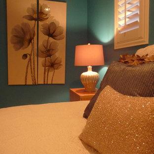 Foto de habitación de invitados tradicional con paredes azules