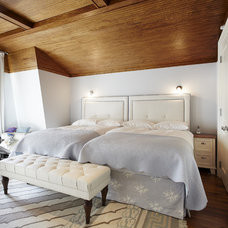 Contemporary Bedroom by Taylor Hannah Architect Inc