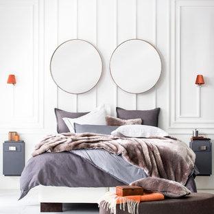 Mittelgroßes Modernes Hauptschlafzimmer mit weißer Wandfarbe, Vinylboden und weißem Boden in New York