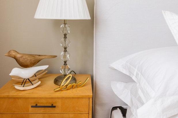 Midcentury Bedroom by Vinterior