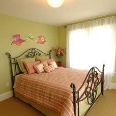 Traditional Bedroom by Barenz Builders