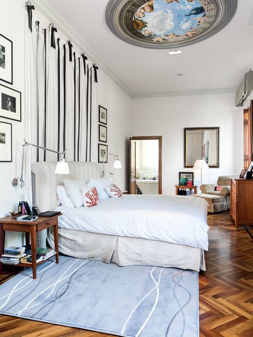 Camera da letto con parquet scuro e pareti bianche - Foto e Idee per ...