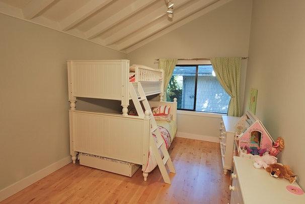 Modern Bedroom by DANIEL HUNTER AIA Hunter architecture ltd.