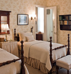 traditional bedroom by Solomon+Bauer+Giambastiani Architects