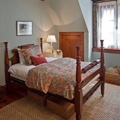 Bedroom - country bedroom idea in Boston with blue walls