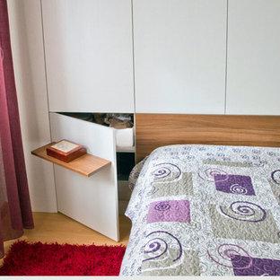 На фото: спальня в стиле модернизм с