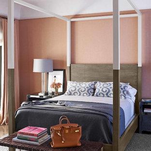 Idéer för vintage huvudsovrum, med rosa väggar