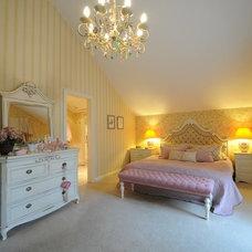 Eclectic Bedroom by ARKITEX INTERIORS