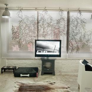 На фото: спальня в стиле лофт с бетонным полом