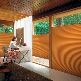 Ejemplo de dormitorio principal, actual, grande, con paredes blancas y suelo de baldosas de cerámica