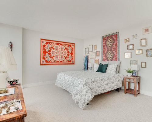 Stilmix Schlafzimmer Mit Grauer Wandfarbe, Teppichboden Und Beigem Boden In  Washington, D.C.