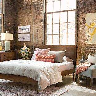 Foto de dormitorio tipo loft, vintage, de tamaño medio, sin chimenea, con suelo de cemento