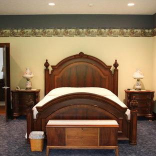 Diseño de habitación de invitados rural, extra grande, con paredes rojas, moqueta y suelo rojo