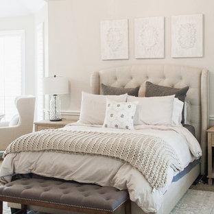 Inspiration för ett mellanstort vintage huvudsovrum, med grå väggar, heltäckningsmatta och beiget golv