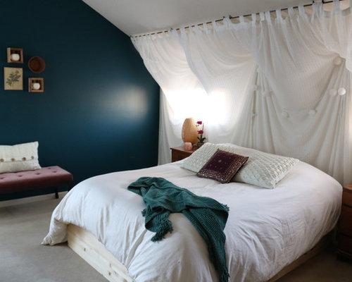 4 photos de chambres mansardes ou avec mezzanine romantiques avec un mur bleu